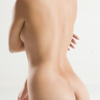 裸 後ろ姿 女性