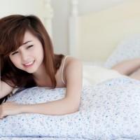ベッド女性