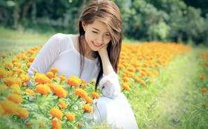 beautiful_girls_in_flower_field-wide