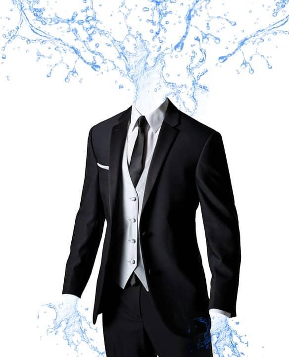 水が飛び出るスーツ