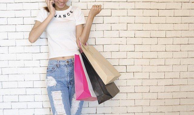 ショッピング終わりの女性