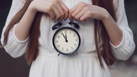 時計を持った彼女
